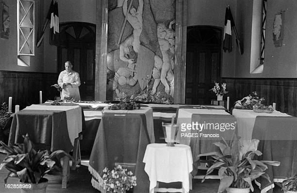 Palestro Massacre Le 23 mai 1956 les cercueils recouverts du drapeau français des soldats tombés dans une embuscade des combattants de l'Armée de...