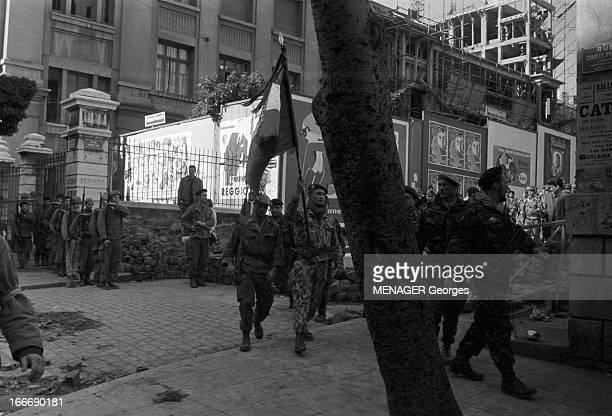 The Barricades Alger 2 février 1960 Les émeutes d'Alger Rue Charles Peguy reddition du camp retranché des insurgés Pierre Lagaillarde suivi du...
