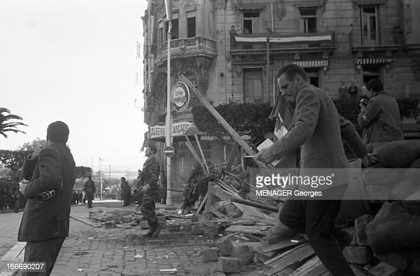 The Barricades Alger 2 février 1960 Les émeutes d'Alger barricade dressée par la population algérienne d'origine européenne et musulmane suite à...