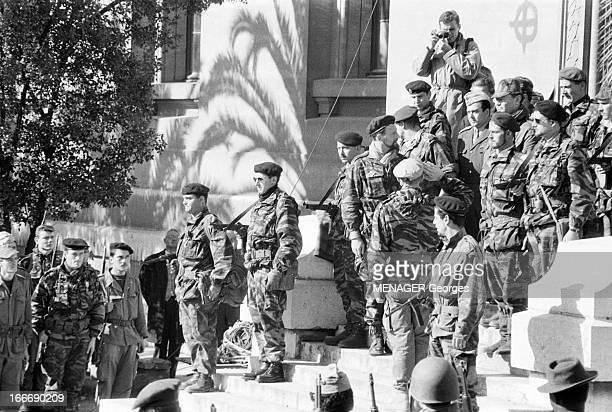 The Barricades Alger 2 février 1960 Les émeutes d'Alger semaine après l'insurrection devant une des entrées de l'université Pierre Lagaillarde et le...