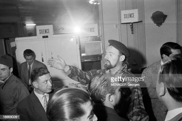 The Barricades Alger 4 janvier 2 février 1960 Les émeutes d'Alger au PC de l'université le député d'Alger Pierre Lagaillarde à l'origine des émeutes...