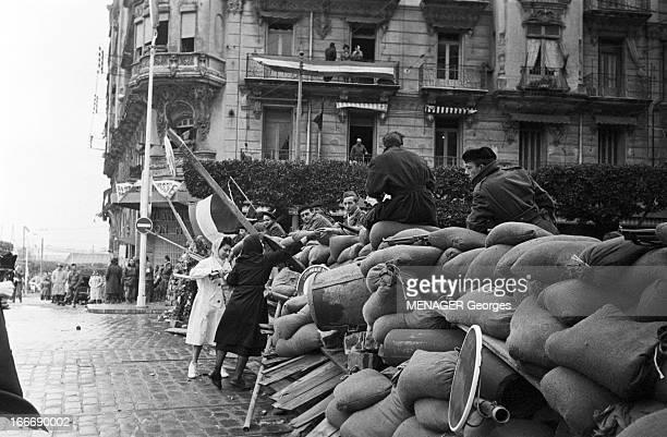 The Barricades Alger 4 janvier 2 février 1960 Les émeutes d'Algerbarricade dressée par la population algérienne d'origine européenne et musulmane...
