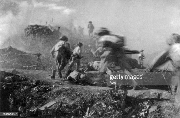 War of Indochina : Dien Bien Phu battle, 1954 : soldiers of Viet-Minh annihilating the last fire-point on C1 hill