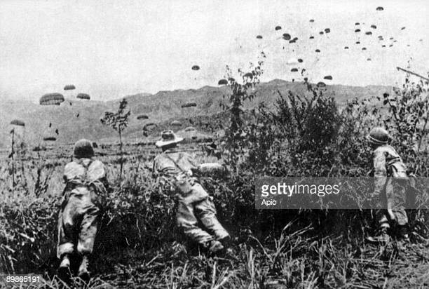 War of Indochina : french paratroopers arriving in Dien Bien Phu november 20, 1953