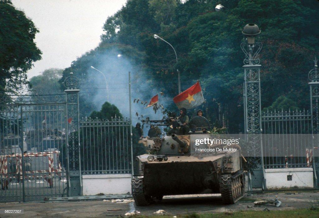 War of Vietnam. Saigon's fall. Taken of the presid : News Photo