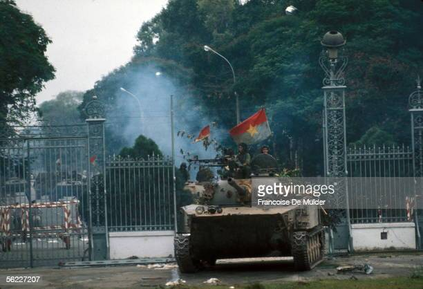 War of Vietnam Saigon's fall Taken of the presidential palace North Vietnamese armored car crossing the railings April 30 1975