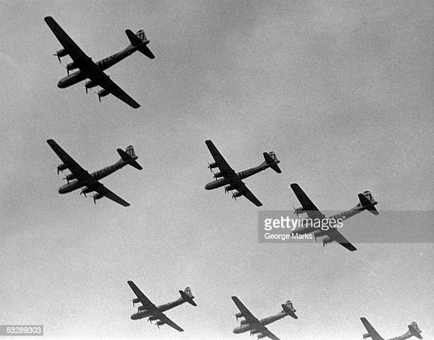 war scene of planes in the sky - 米軍 ストックフォトと画像