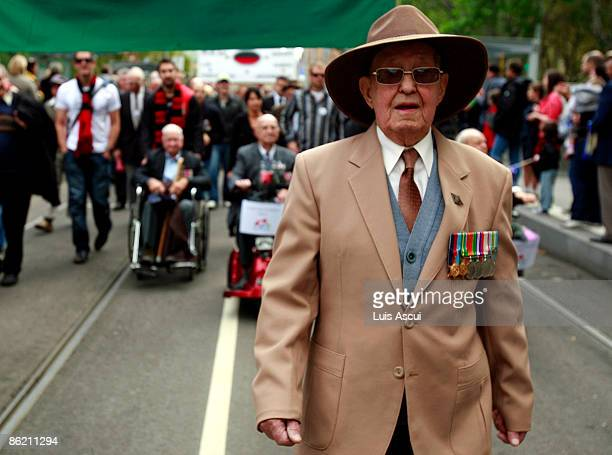 War veterans march towards the Shrine of Remembrance along Swanson Street on Anzac day on April 25 2009 in Melbourne Australia Today commemorates the...