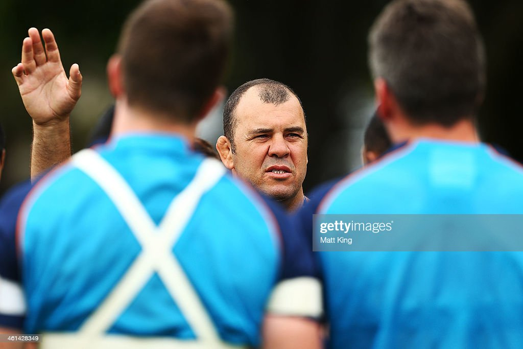 Waratahs coach Michael Cheika speaks to players during a Waratahs Super Rugby training sesssion at Moore Park on January 9, 2014 in Sydney, Australia.