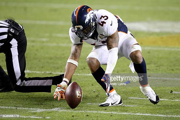J Ward of the Denver Broncos recovers a fumble by Cam Newton of the Carolina Panthers in the fourth quarter of Super Bowl 50 at Levi's Stadium on...