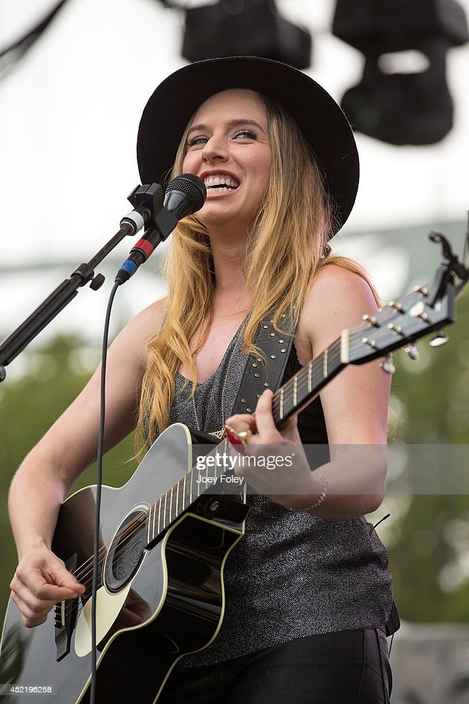 ZZ Ward performs live onstage during the 2014 Bunbury Music Festival on July 13, 2014 in Cincinnati, Ohio.