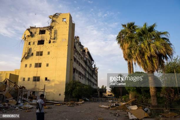 Edificio guerra-dañado en el hospital Al-Salam de Mosul, Irak