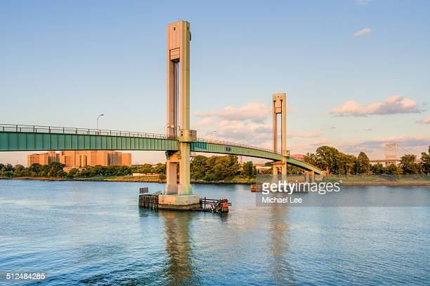 wards island bridge at sunset - east harlem - fotografias e filmes do acervo