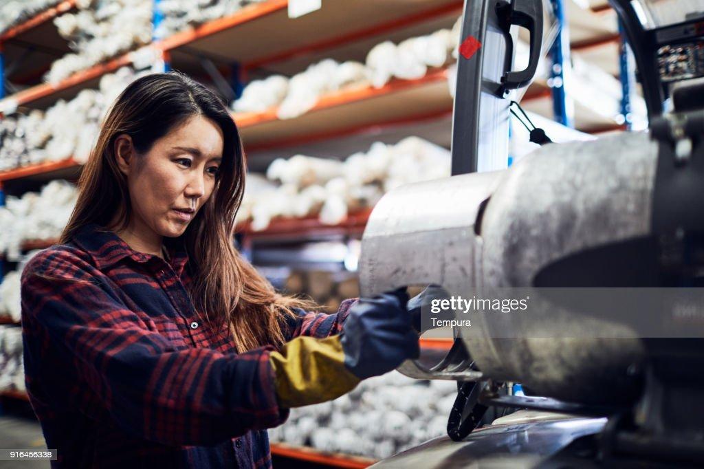 Concepto de almacén y de la industria en Australia, trabajando en pequeños negocios. : Foto de stock