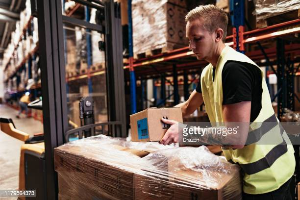 warehouse and logistics centre employee - unboxing stock pictures, royalty-free photos & images