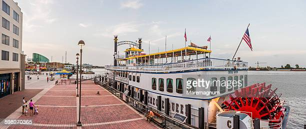 Warehouse District, Riverwalk, Creole Queen