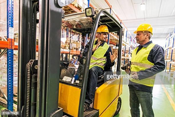 Los trabajadores de almacén