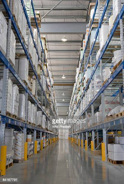 warehouse shelving aisle. - vertikal stock-fotos und bilder