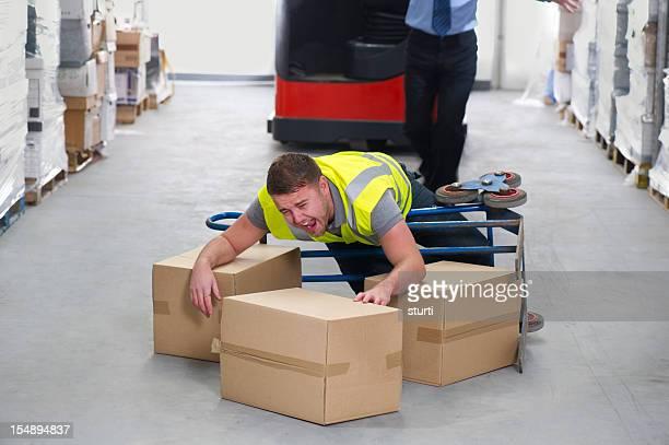 倉庫労働者の傷害
