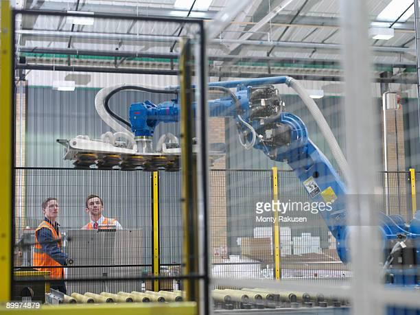 warehouse workers with robot - rechnerunterstützte fertigung stock-fotos und bilder