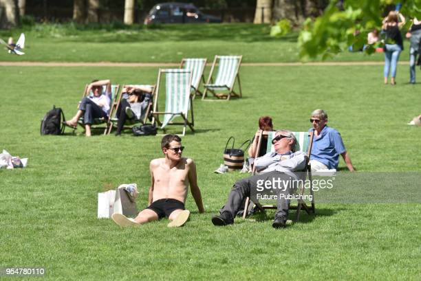 KINGDOM MAY Warm and sunny start to the Bank Holiday weekend in London's St James's ParkPHOTOGRAPH BY Matthew Chattle / Barcroft Images