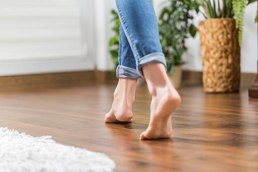 Warm floor - the concept of floor heating and wooden panels. 873600642