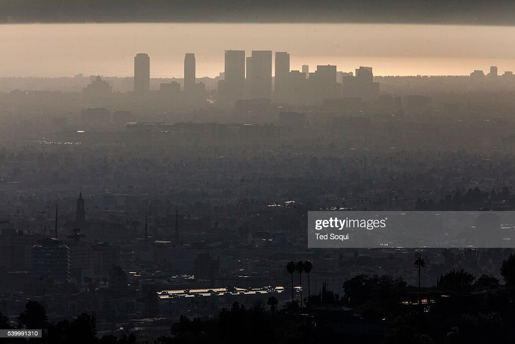 Warm October weather in the Los Angeles basin kept smog