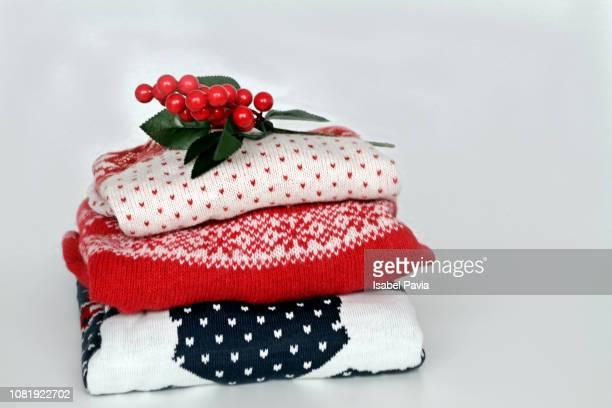 warm sweaters - pull photos et images de collection
