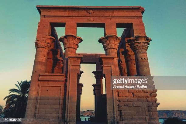 warm temple - arch stock pictures, royalty-free photos & images
