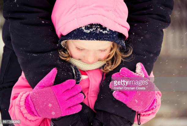 warming love - gennaio foto e immagini stock