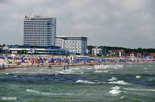 Warnemuende, Blick zum Strand und zum Hotel Neptun