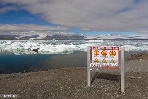 Warning sign at Jškuls‡rl—n. Joekusarlon in summer, glacial lake in southern part of Vatnajškull National Park, southeast Iceland.