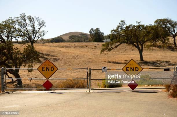 warning sign at los olivos, california, usa - casa estilo rancho fotografías e imágenes de stock