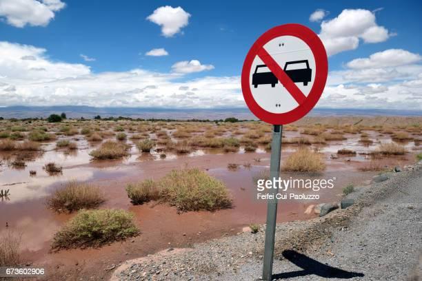 a warning sign at san pedro de atacama, northern chile - 待避所標識 ストックフォトと画像
