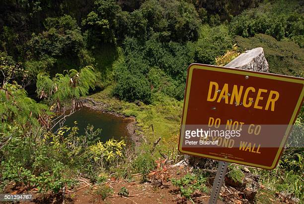 Warnschild am Abgrund beim Wasserfall, Insel Kauai, Hawaiian Island, Süd-Pazifik, USA, Amerika, Hawaii, Reise, BB, DIG; P.-Nr.: 1337/2007, ;