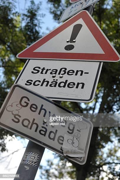 Warnung vor möglichen Strassen- und Gehwegschäden - Gehwegschäden in Berlin-Prenzlauer Berg