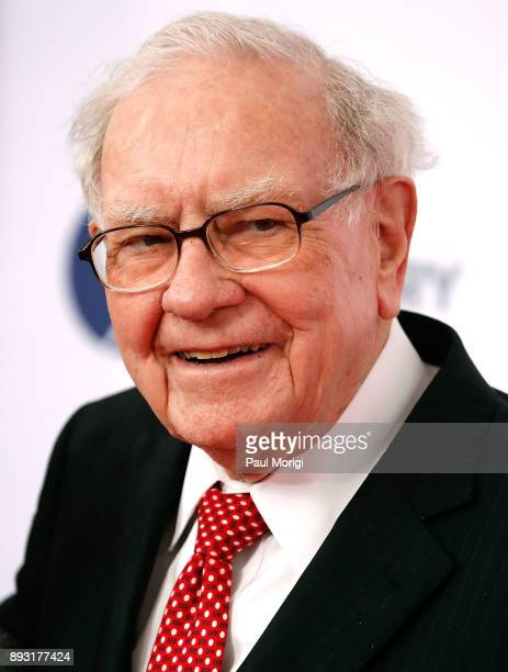 Warren Buffet arrives at 'The Post' Washington DC Premiere at The Newseum on December 14 2017 in Washington DC