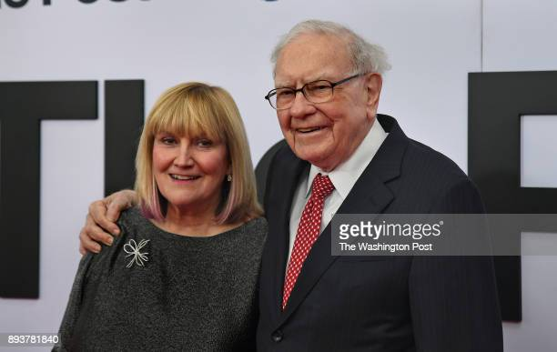 Warren Buffett attended the premiere tonight with his daughter Susan Buffett The world premiere of the movie 'The Post' took place at the Newseum in...