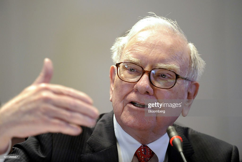 Warren Buffett, chairman and chief executive officer of Berkshire Hathaway Inc., testifies at a hearing of the Financial Crisis Inquiry Commission in New York, U.S., on Wednesday, June 2, 2010. Buffett, whose Berkshire Hathaway Inc. is the largest shareholder in Moody's Corp., said the ratings firm's chief executive officer shouldn't be singled out for blame over credit grades on mortgage-related assets that proved to be wrong. Photographer: Peter Foley/Bloomberg via Getty Images