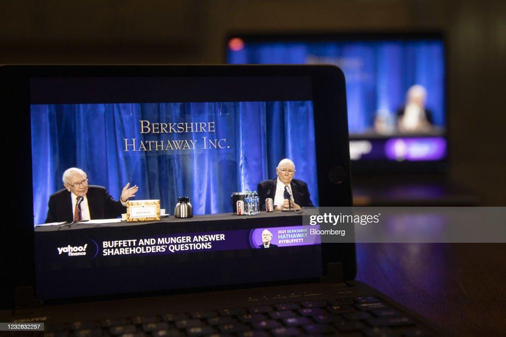 Berkshire Hathaway Holds Annual General Meeting Via Livestream : ニュース写真