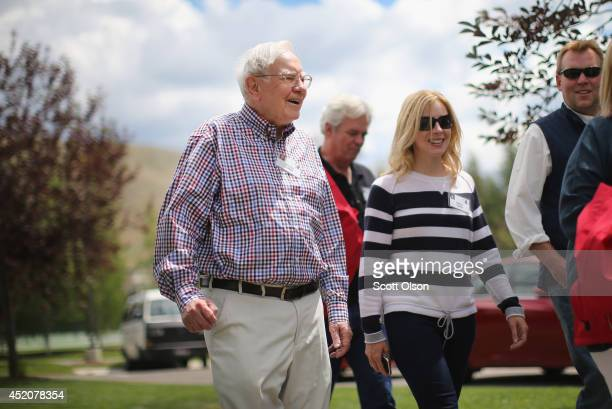 Warren Buffett chairman of Berkshire Hathaway Inc chats with other guests at the Allen Company Sun Valley Conference at the Sun Valley Resort on July...