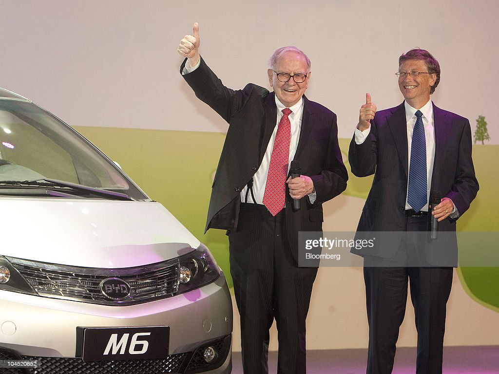warren buffet and bill gates at byd co launchの写真およびイメージ