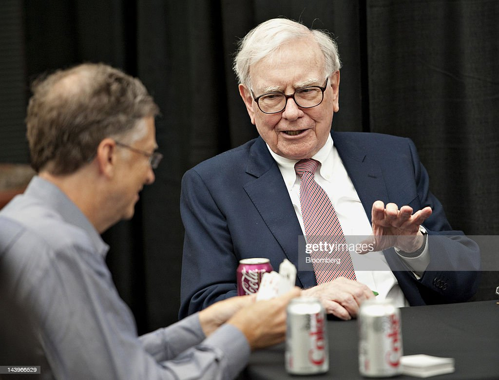 Warren Buffett, chairman of Berkshire Hathaway Inc., right, plays bridge with Bill Gates, chairman of Microsoft Corp., during an event at the annual shareholders meeting in Omaha, Nebraska, U.S., on Sunday, May 6, 2012. Berkshire Hathaway Inc. investment managers Todd Combs and Ted Weschler receive $1 million salaries and can earn more if their bets beat the Standard & Poor's 500 Index, Buffett said Sunday. Photographer: Daniel Acker/Bloomberg via Getty Images