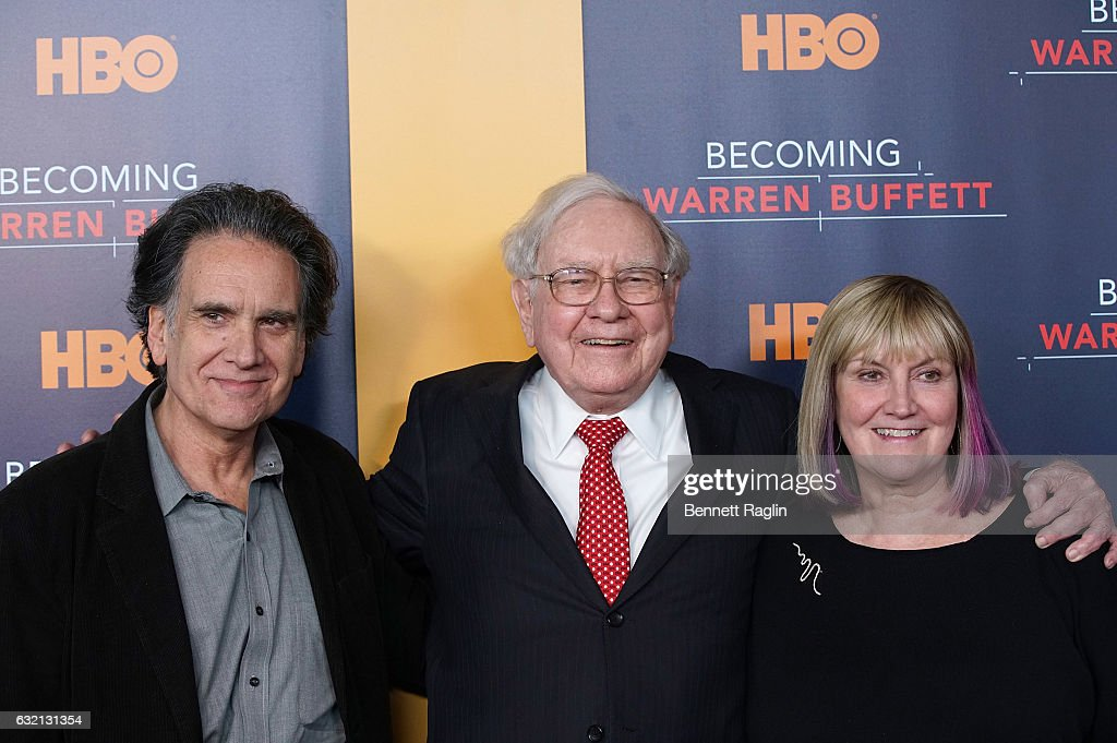 Warren Buffett (C) poses for a picture with his children Peter Buffett and Susie Buffett during 'Becoming Warren Buffett' World premiere at The Museum of Modern Art on January 19, 2017 in New York City.