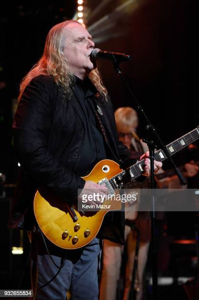 Warren Haynes performs onstage at the Second Annual LOVE ROCKS NYC A Benefit Concert for God's Love We Deliver at Beacon Theatre on March 15 2018 in...