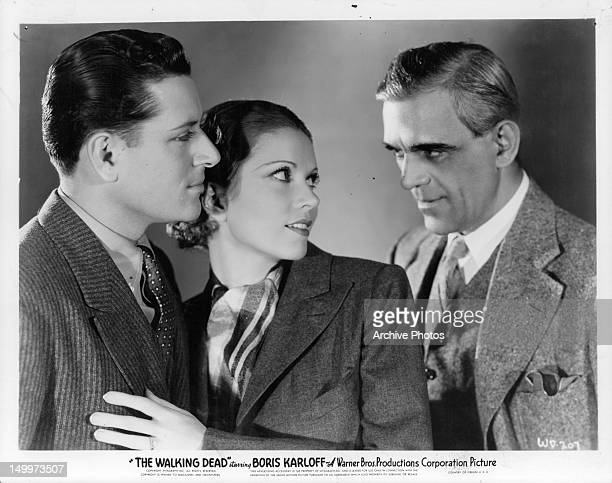 Warren Hull and Marguerite Churchill looking at Boris Karloff in a scene from the film 'The Walking Dead' 1936