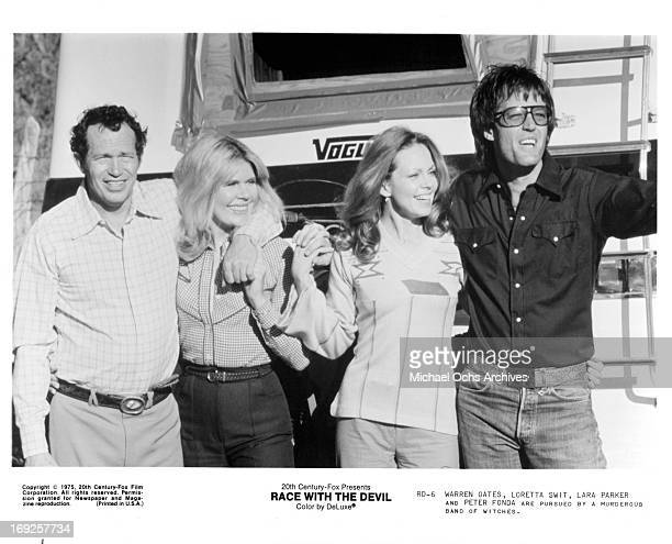 Warren Oates Loretta Swit Lara Parker and Peter Fonda in a scene from the film 'Race With The Devil' 1975 Photo by 20th CenturyFox/Getty Images