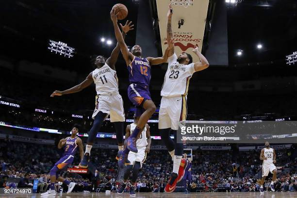 Warren of the Phoenix Suns shoots against Anthony Davis of the New Orleans Pelicans and Jrue Holiday during the first half at the Smoothie King...