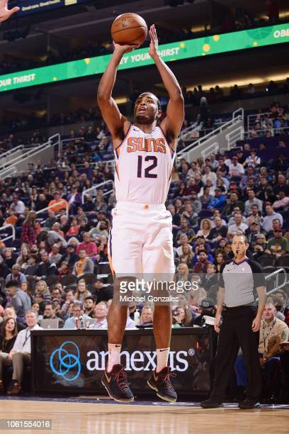 Warren of the Phoenix Suns shoots the ball during the game against the San Antonio Spurs on November 14 2018 at Talking Stick Resort Arena in Phoenix...