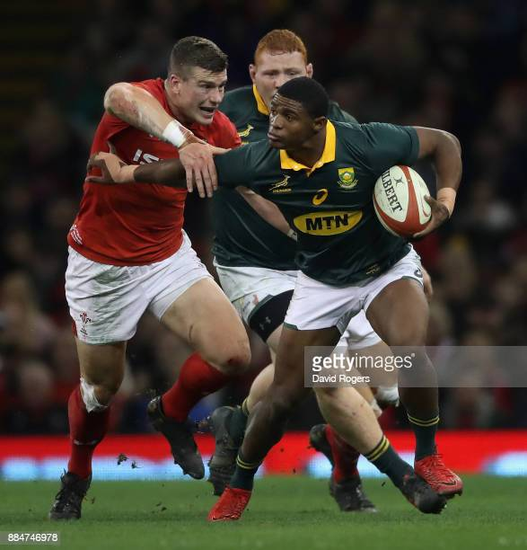 Warrick Gelant of South Africa attempts to break away from Scott Williams during the rugby union international match between Wales and South Africa...